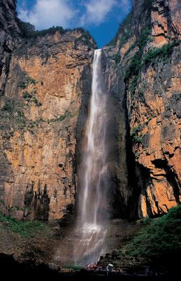 Der Baligou Wasserfall in Baligou Naturpark, Provinz Henan, China.