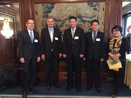 Das Foto zeigt v.l.n.r. K. Daugill (BVMW), Dr. Borchmann, Bürgermeister Bai, Vize-GK Xing und Director LI Qian (DCC)