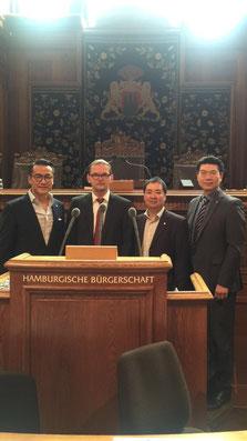 Foto von links: Dennis Kwong, Lars Pochnicht, Yu Lin, Fritz Li