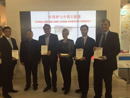 "Das Foto zeigt die Präsentation von ""The Chinese Dream"" v.l.n.r. XING Zhihui (DCM), Zhang Su, K.D. Böhm, CEO Judith Noll (Salve TV), E. Huang und Dr. Borchmann"
