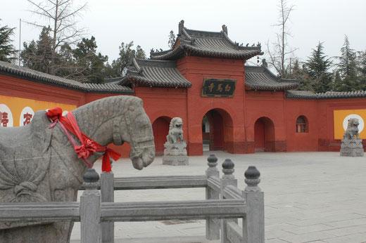 Der Tempel des Weißen Pferdes oder Kloster des Weißen Pferdes, ist laut buddhistischer Überlieferung ist der erste buddhistische Tempel Chinas.