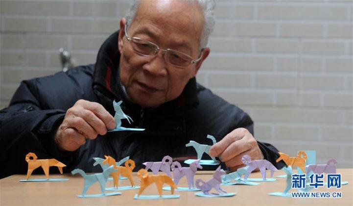 Lu Jiahong präsentiert seine Origami-Hunde(1)
