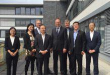Das Foto zeigt im Kreishaus u.a. Stv. Parteisekretär Chen aus Shenyang (4.v.l.) und Landrat Quilling (rechts daneben)
