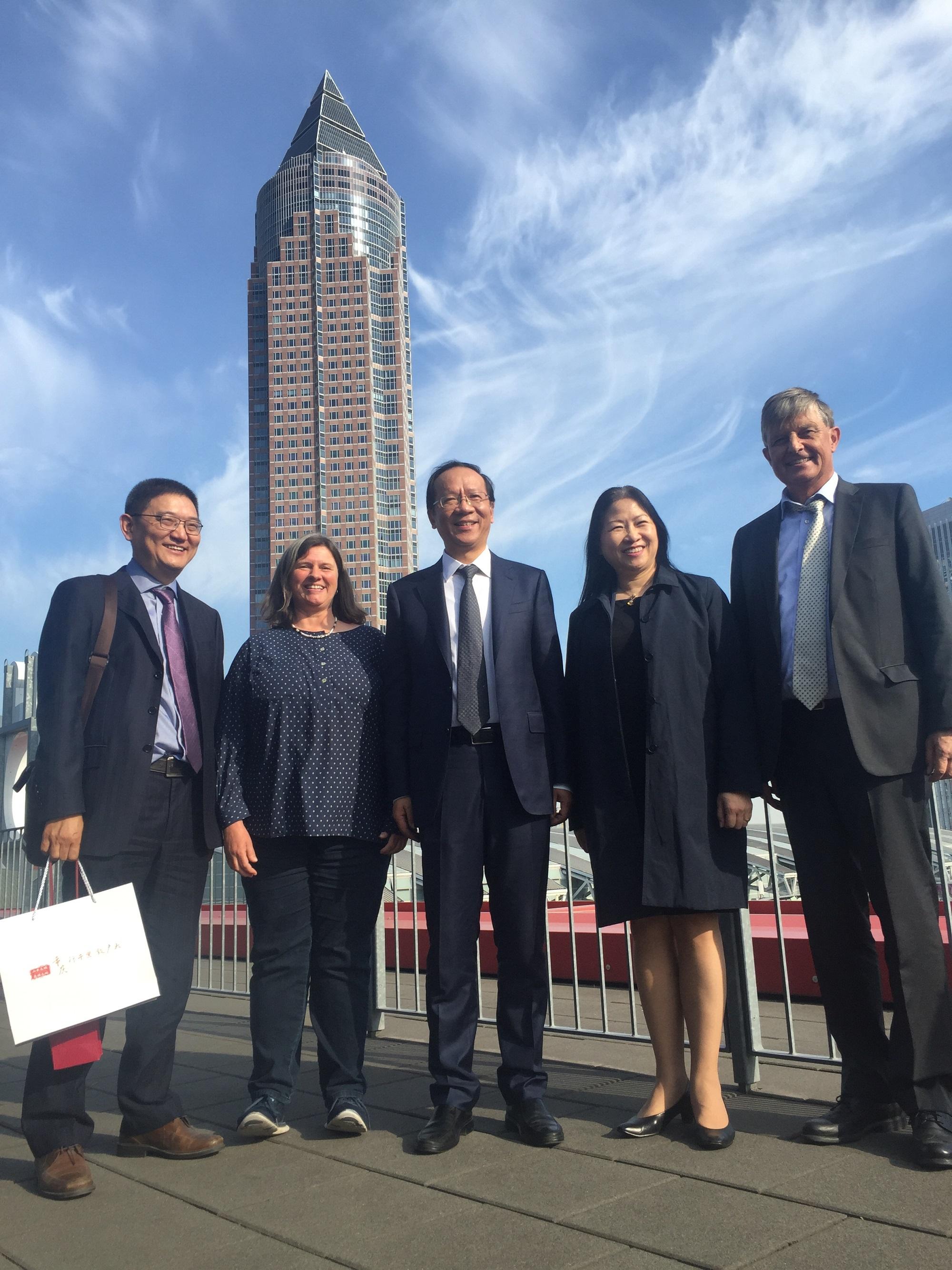 Von links: Außenwirtschaftschef LI Huiqian, Frau Annette Bernjus, DelLeiter SHEN Xiaozhong, Frau CUI Li und Dr. Borchmann