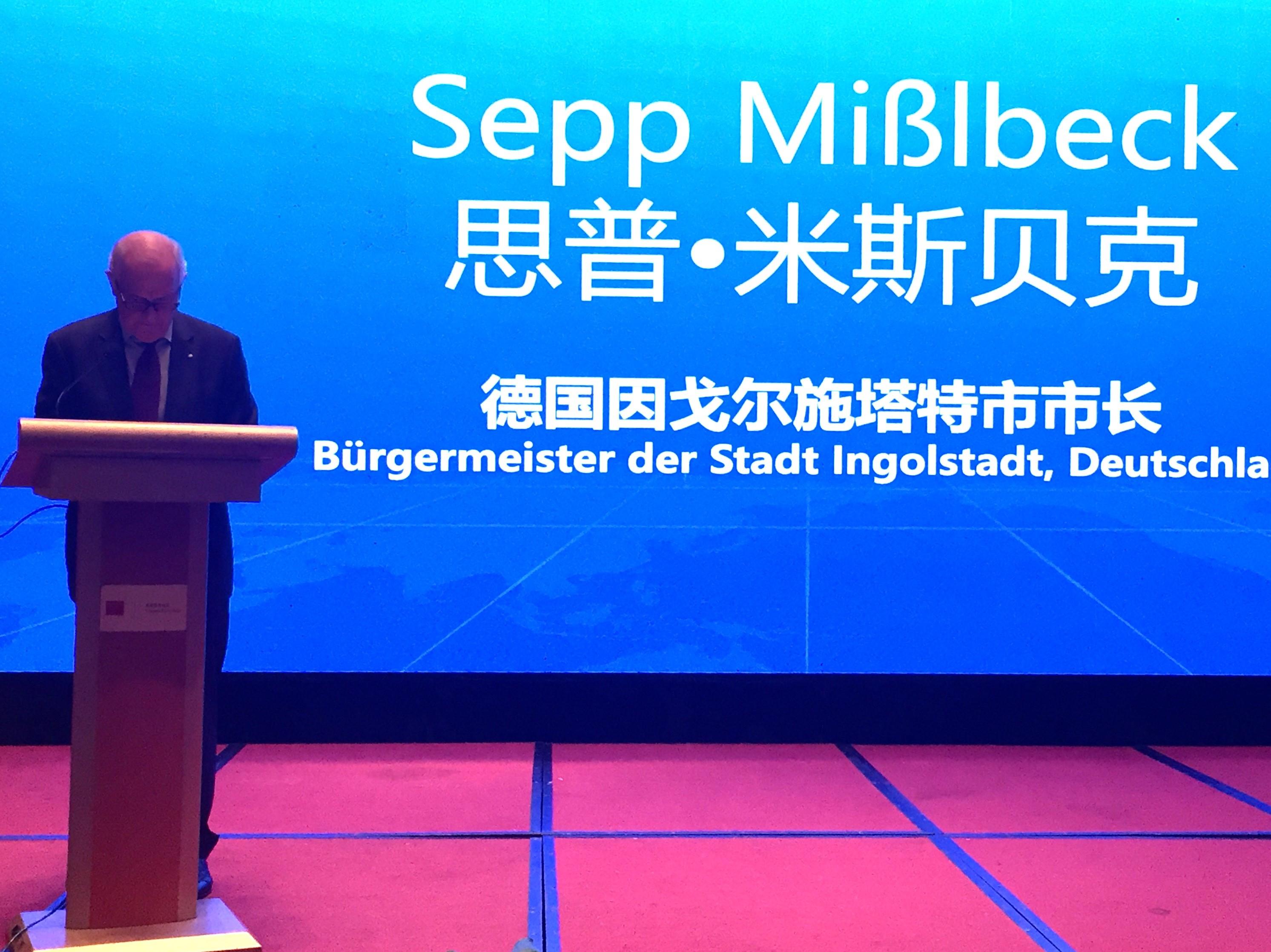 Bürgermeister Misslbeck bei seiner Grundsatzrede