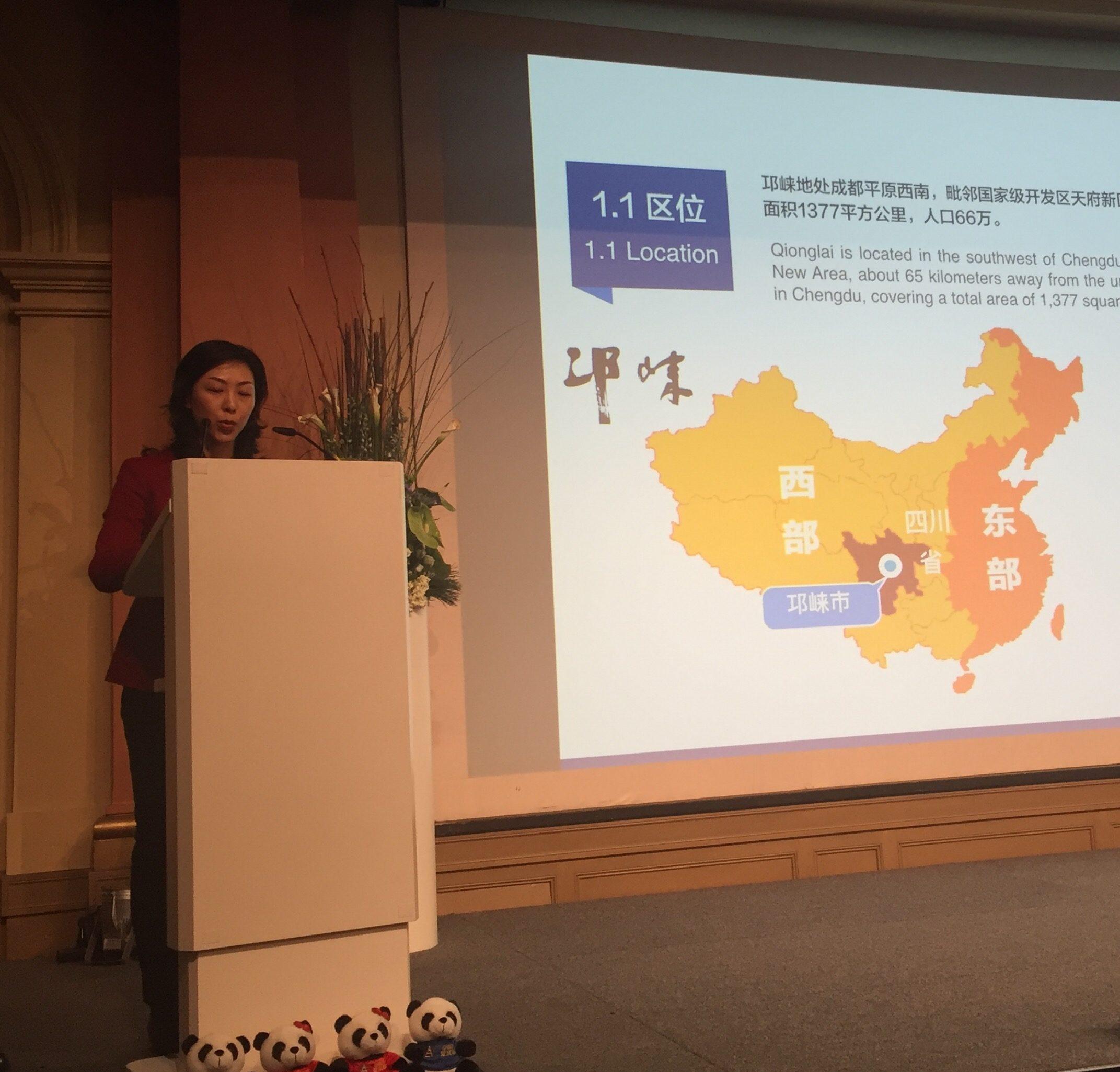 Vize-Bürgermeisterin YANG Min beschreibt Qionglai
