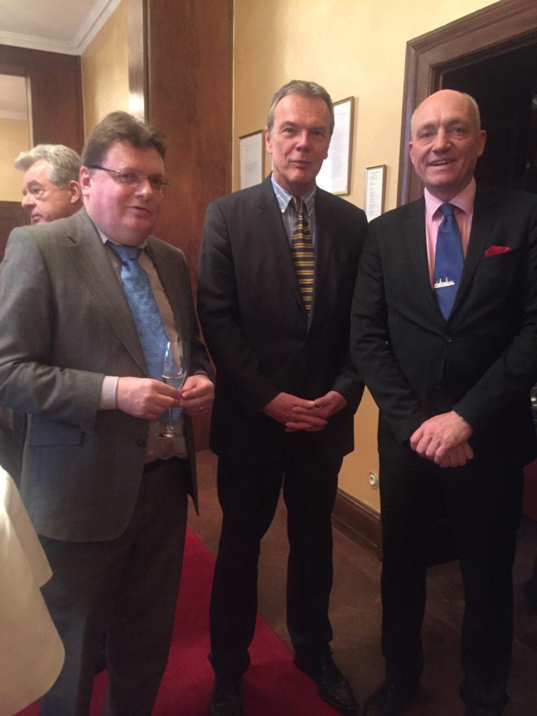 v.l.n.r. Vorsitzenden Eike Kühl, Geschäftsführer Michael R. Katzmarck und Vorstandsmitglied Stefan Matz (Repräsentant Hamburg)