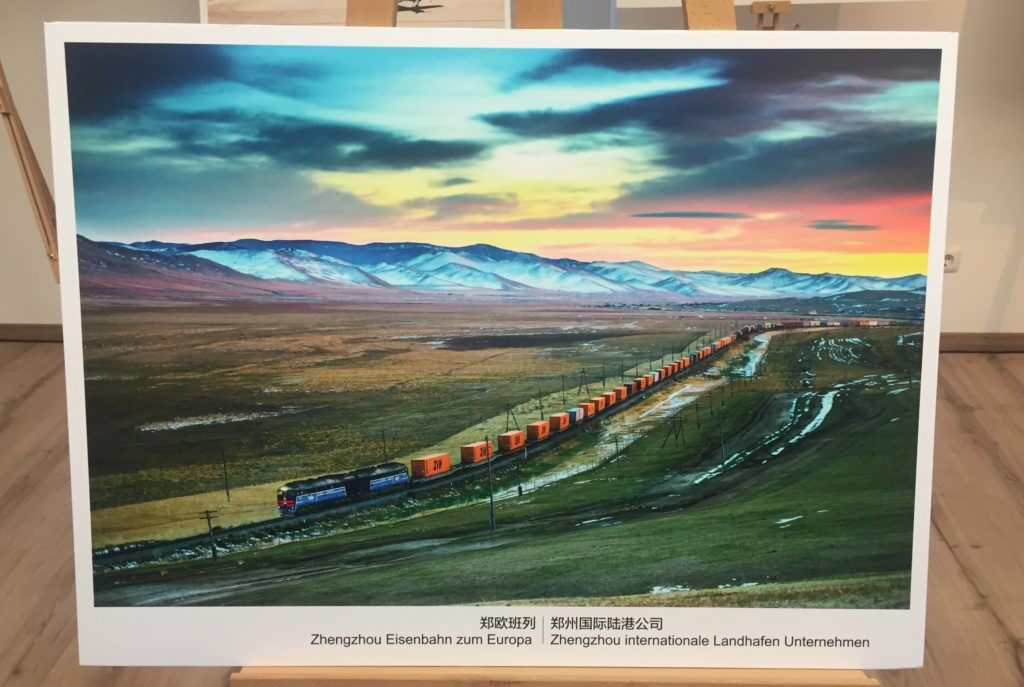 Prachtvolles Bild vom Zug Zhengzhou nach Hamburg