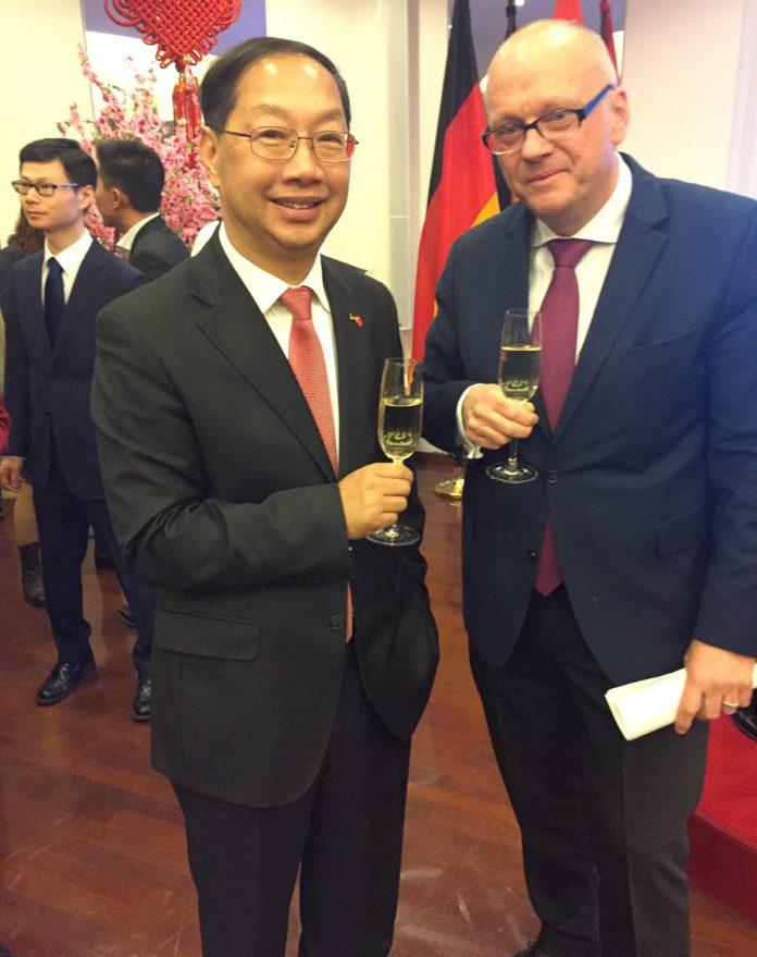 Staatssekretär Michaelis verabschiedet Botschafter Shi