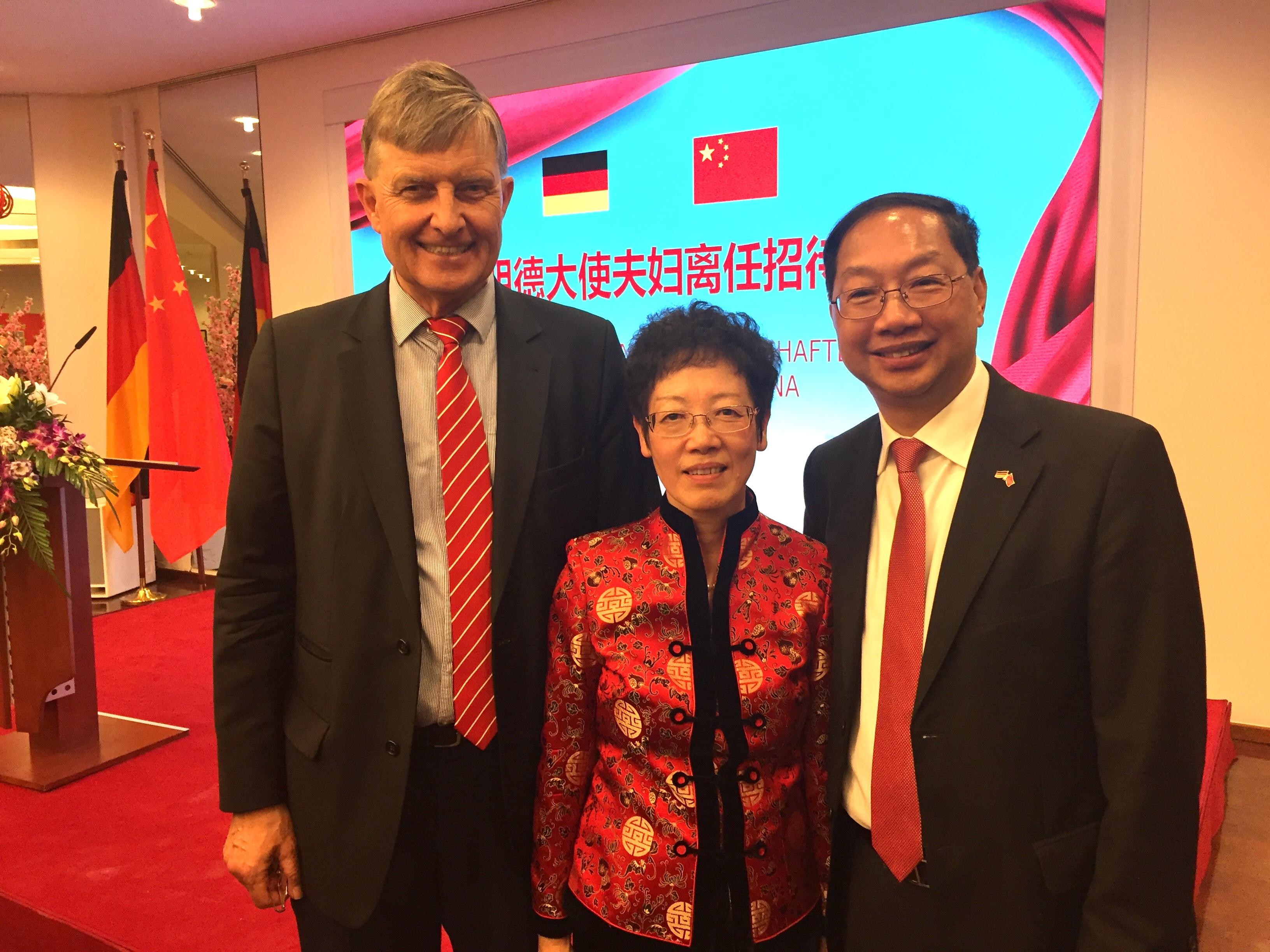 Grüße und beste Wünsche von GDCV und LIU Guosheng an Botschafter Shi und Gattin XU Jinghua überbrachte Dr. Michael Borchmann