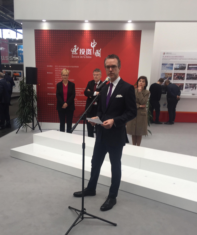 Staatssekretär Dr. Berend Lindner eröffnet die feierliche Zeremonie
