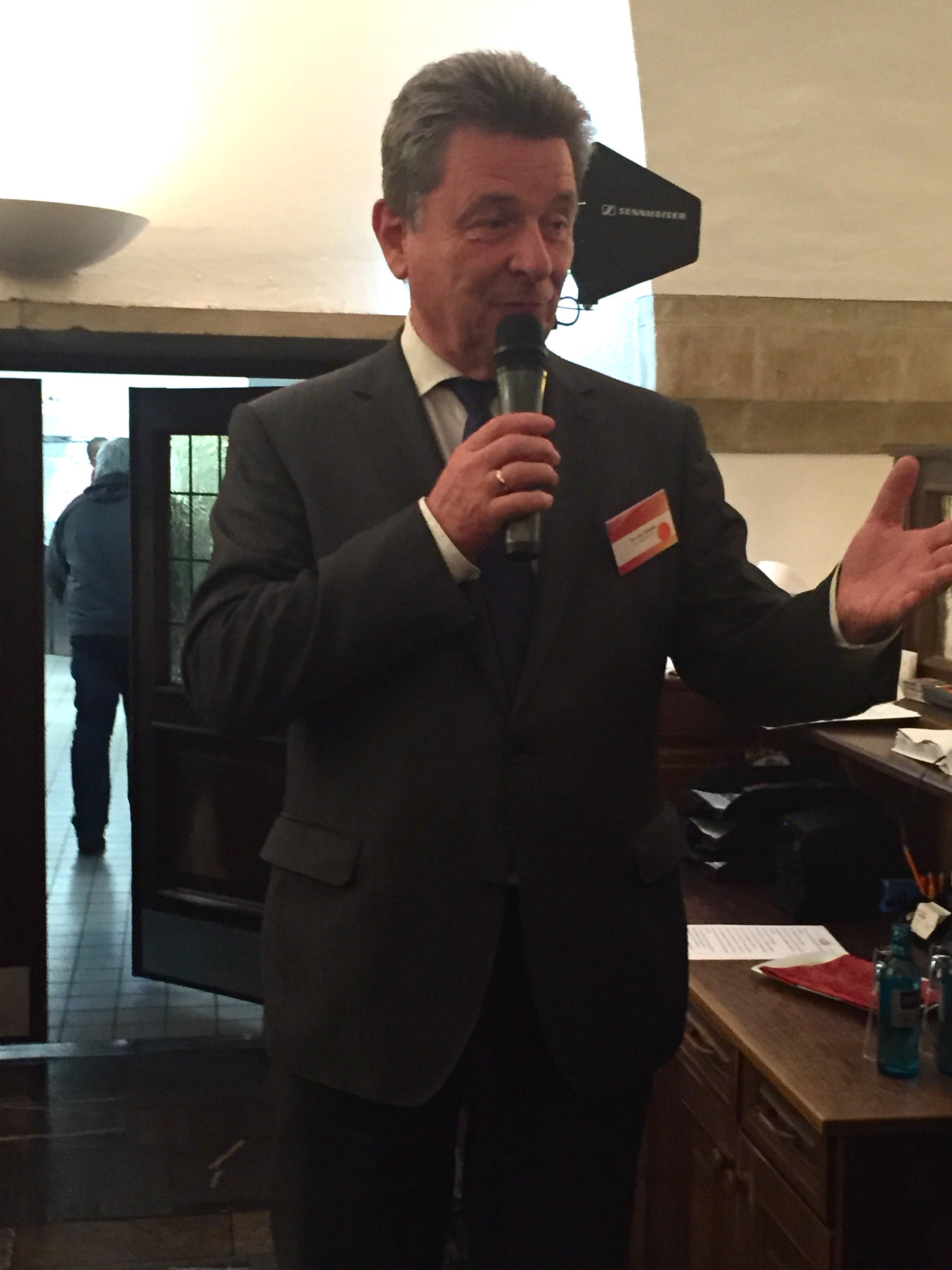 OB Dr. Trümper begrüßt die Gäste