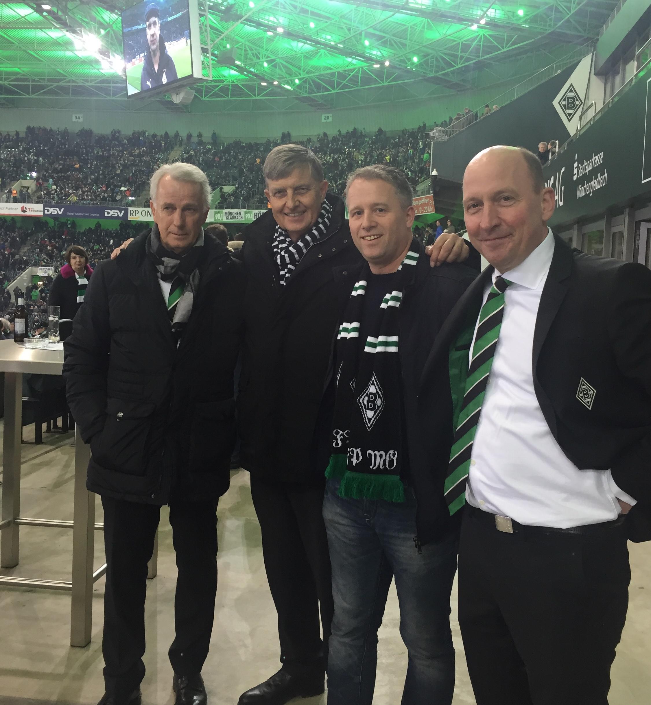 Stv. GDCV-Vorsitzender Dr. Michael Borchmann(2.v.l.) informierte sich bei Borussia Mönchengladbach persönlich über das China-Projekt, links von ihm Vize-Präsident und Ex-Weltmeister Rainer Bonhof, rechts von ihm Unternehmer Michael Dobersek und Geschäftsführer Stephan Schippers