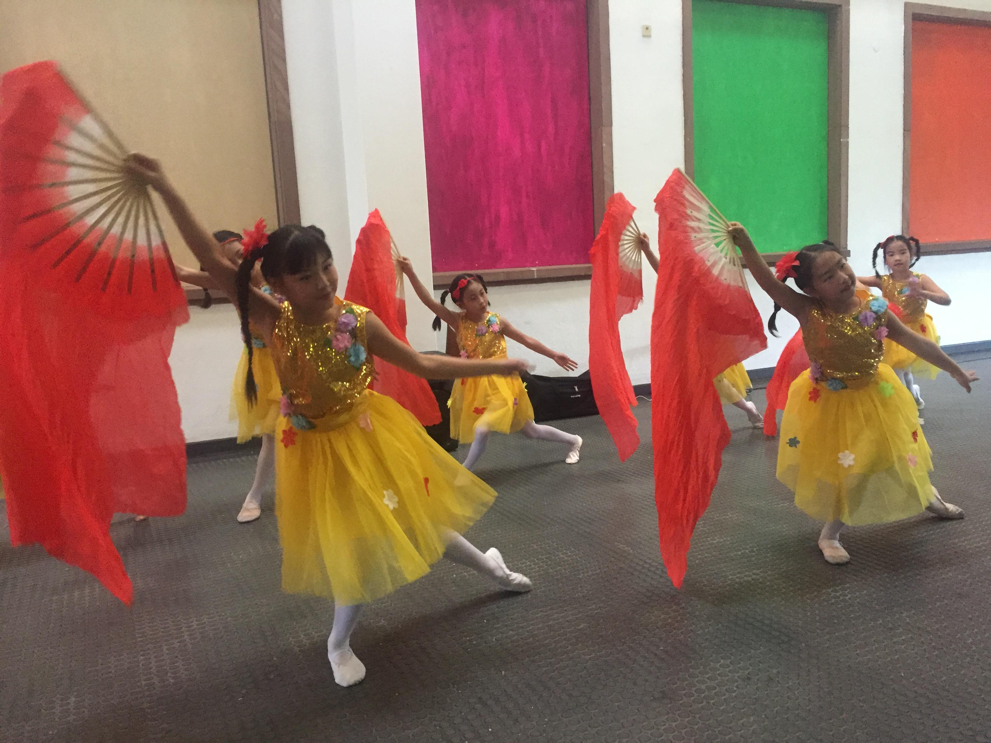 Mit Hingabe tanzte das Huayin Ensemble