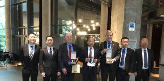 Empfang der Delegation im Hotel, v.l.n.r. Vize-Dir. PAN Yao, Dir. LI Yongjun (Außenwirtschaftsamt), J.v.Netzer (BVMW), Parteisekretär MA Bo, Dr. Borchmann, Sekr. ZHAO Yongwei (Wirtschaftsentwicklungszone) und CHEN Bo (Big Data Büro)