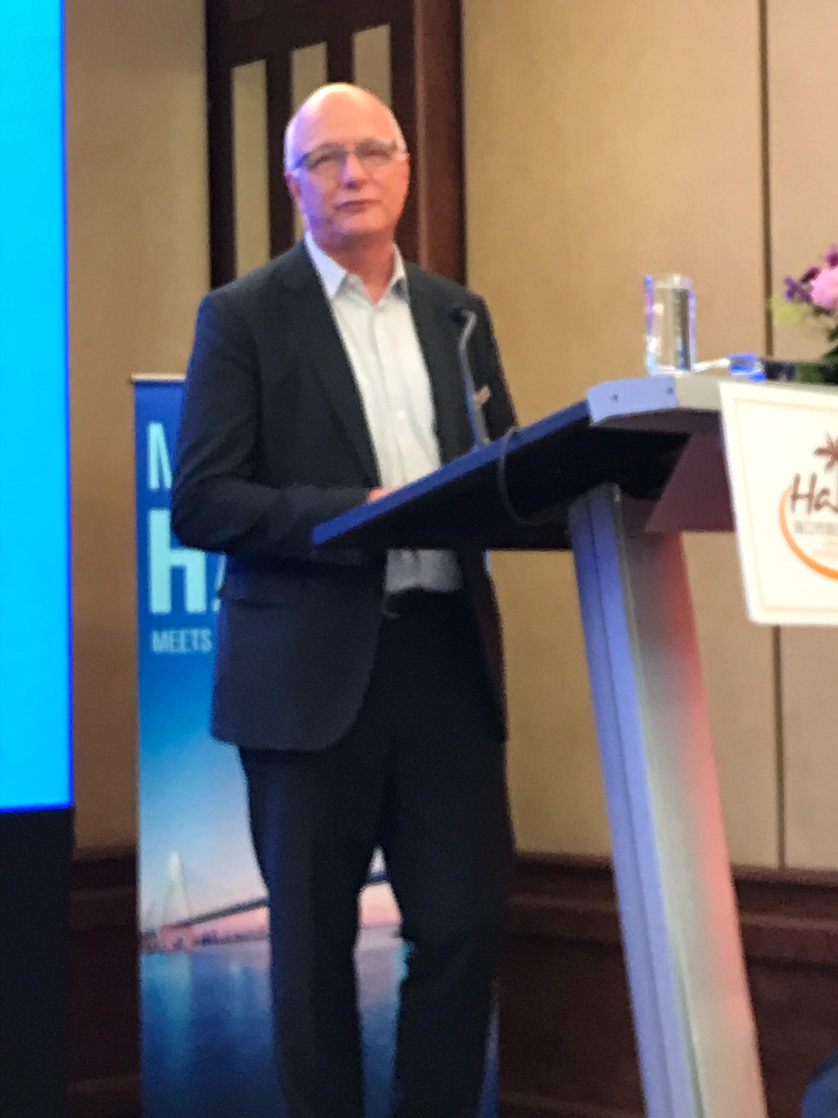Chinareisen-Experte Jürgen Kremer (CTH) erläuterte aus eigenem Erleben die Attraktivität Haikous