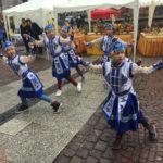 Auch die Kindergruppen der Tempelgemeinschaft mit viel Freude am Tanz