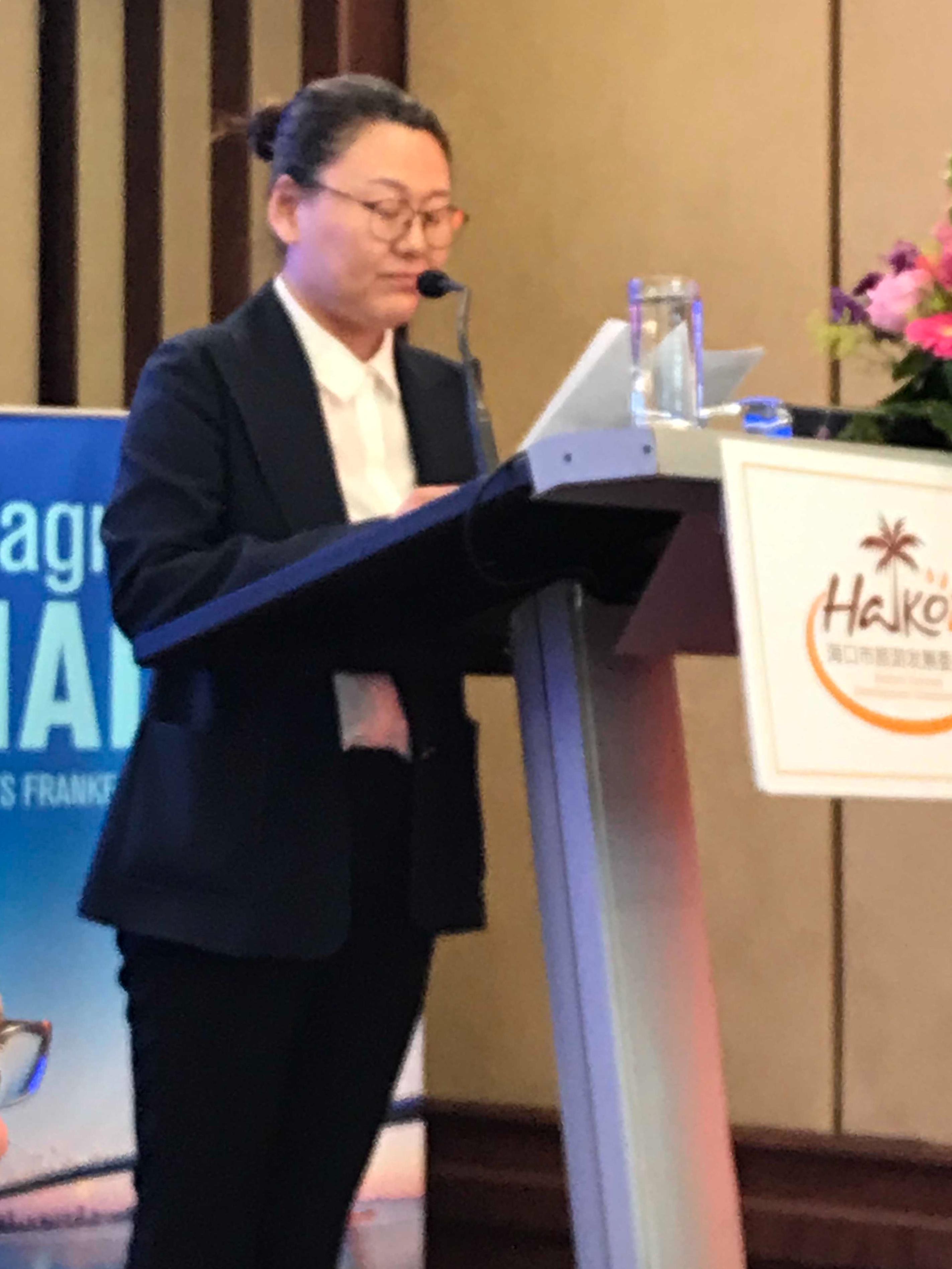 Generaldirektorin FU Tian Fang erläuterte die Zielsetzungen der Präsentation