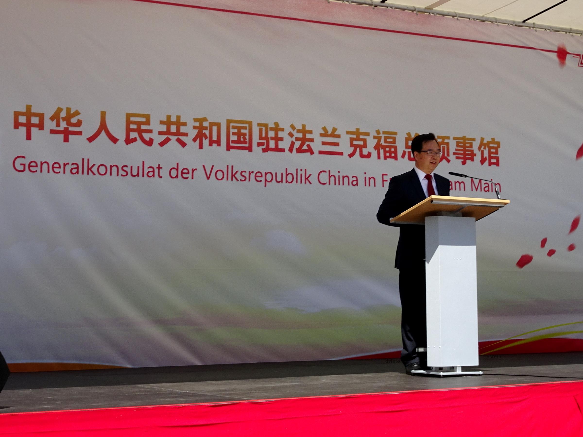 Generalkonsul SUN Congbin heißt die Besucher herzlich willkommen