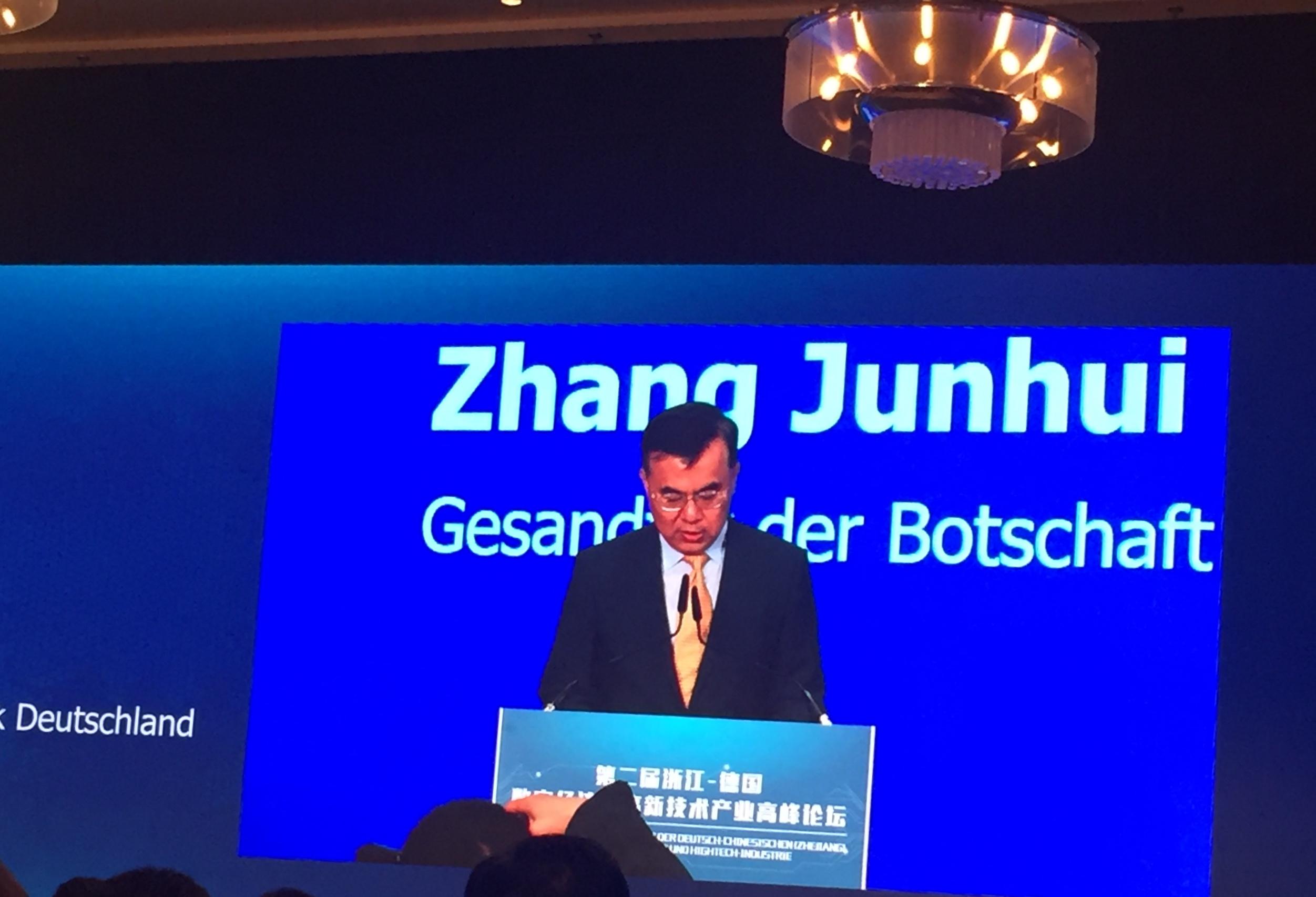 Begrüßung durch den Gesandten ZHANG Junhui