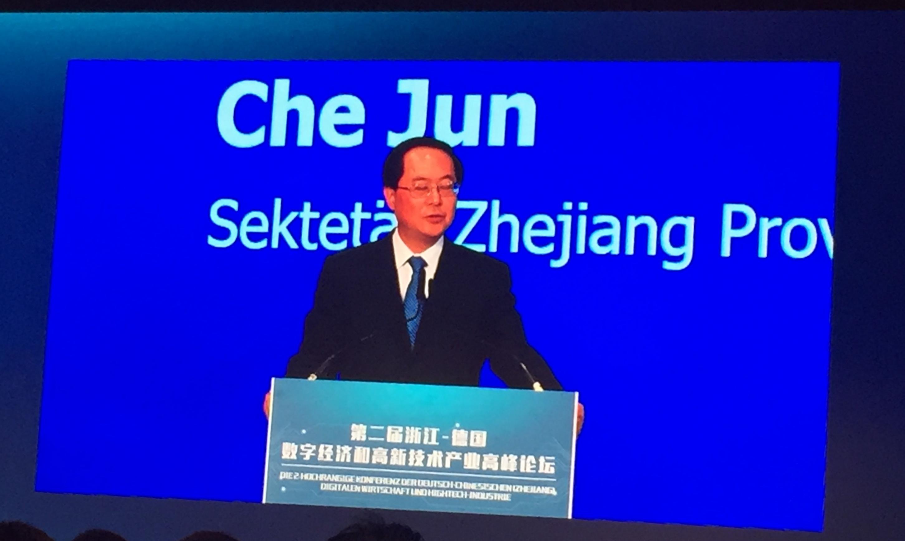 Parteisekretär CHE Jun bei seiner Grundsatzrede