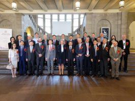 Eine große Zahl von Ehrengästen hatte sich im Museum eingefunden, vordere Reihe 5.v.l. GK Du, rechts daneben Leiterin C. Nienstedt und GS Zhu
