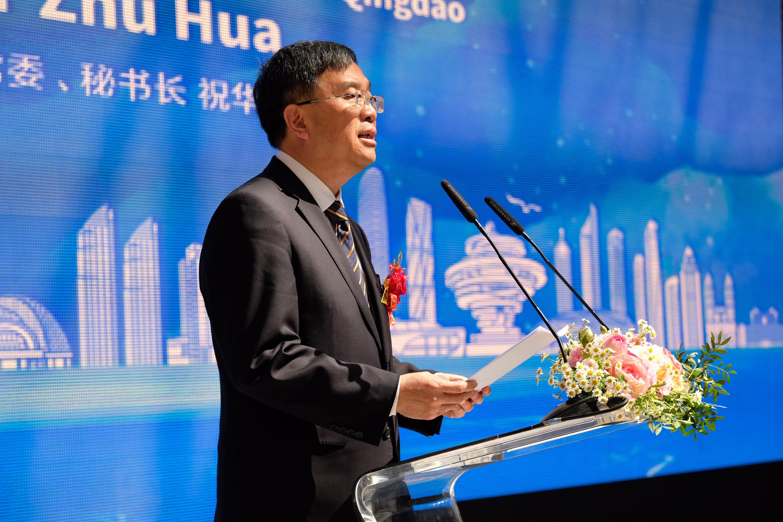 Generalsekretär ZHU Hua weist auf die Brückenfunktion der Ausstellung hin
