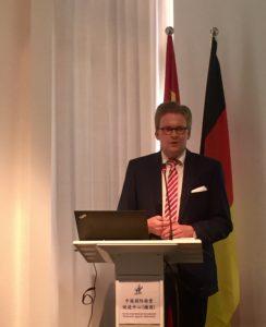 Marc Pappert beschreibt Aktivitäten der IMG