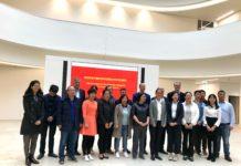 Die chinesischen Unternehmensleiter mit Referenten beim Empfang durch Heraeus